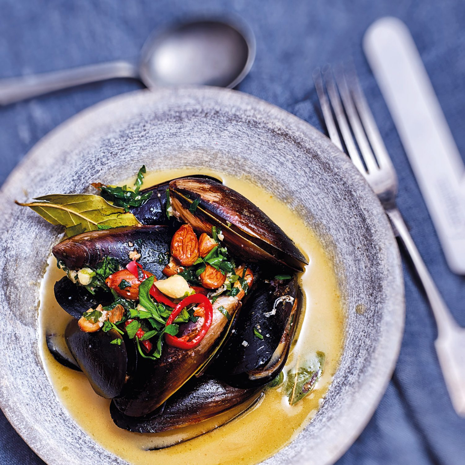 Mussels in Sherry Broth with almonds & bay leavesMussels in Sherry Broth with almonds & bay leaves