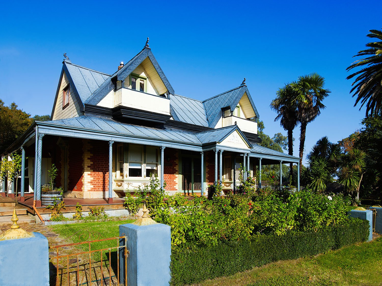 Historic Magnolia House, Mansfield - now home to Ros Ritchie Wines